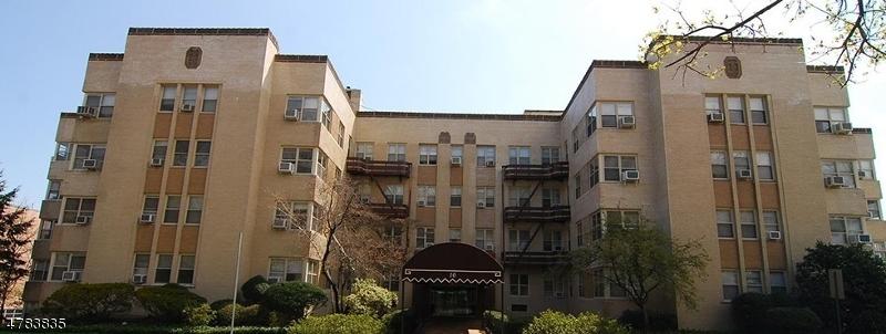Частный односемейный дом для того Аренда на 10 N Ridgewood Road South Orange, Нью-Джерси 07079 Соединенные Штаты