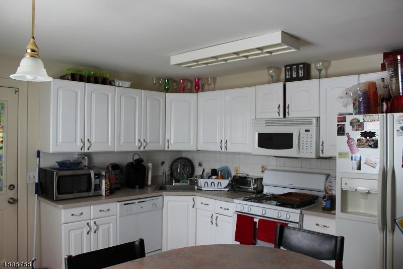Частный односемейный дом для того Продажа на 265 Lafayette Avenue Lyndhurst, Нью-Джерси 07071 Соединенные Штаты