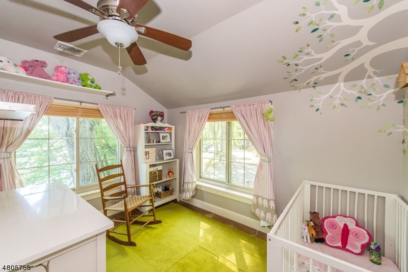 Additional photo for property listing at 16 Witte Road  西米尔福德, 新泽西州 07421 美国