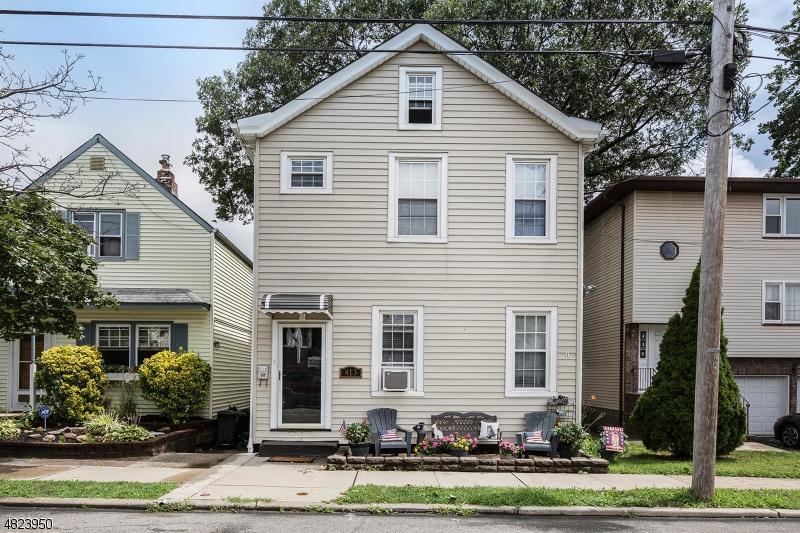 Casa Unifamiliar por un Venta en 413 1ST Street Carlstadt, Nueva Jersey 07072 Estados Unidos
