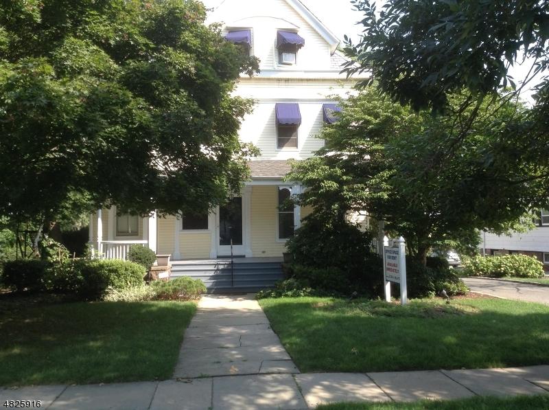 Commercial pour l à louer à 87 Park Montclair, New Jersey 07042 États-Unis