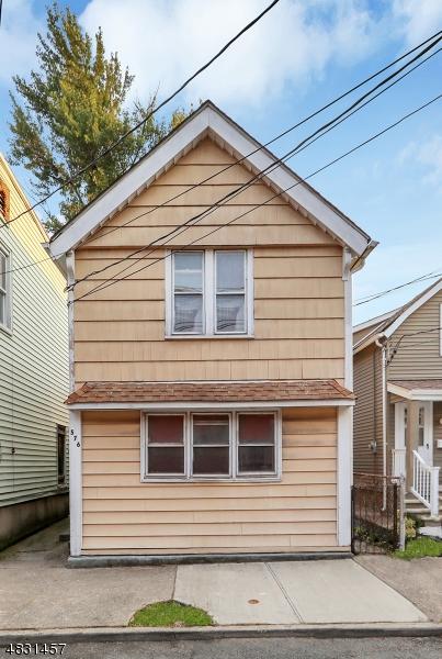 Maison avec plusieurs logements pour l Vente à 576 NASSAU Street Orange, New Jersey 07050 États-Unis