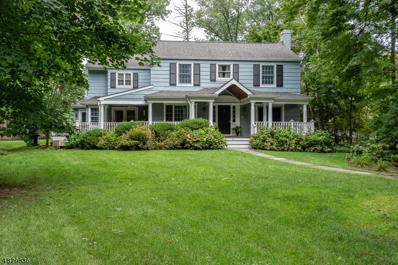 Maison unifamiliale pour l Vente à 3 HOLLY Lane Essex Fells, New Jersey 07021 États-Unis