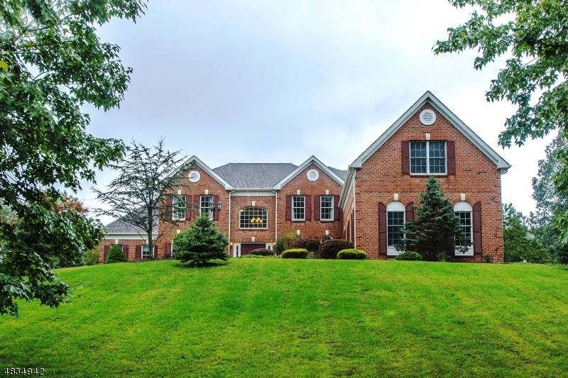 Частный односемейный дом для того Продажа на 7 SOUTHWIND Drive Mount Olive, Нью-Джерси 07836 Соединенные Штаты