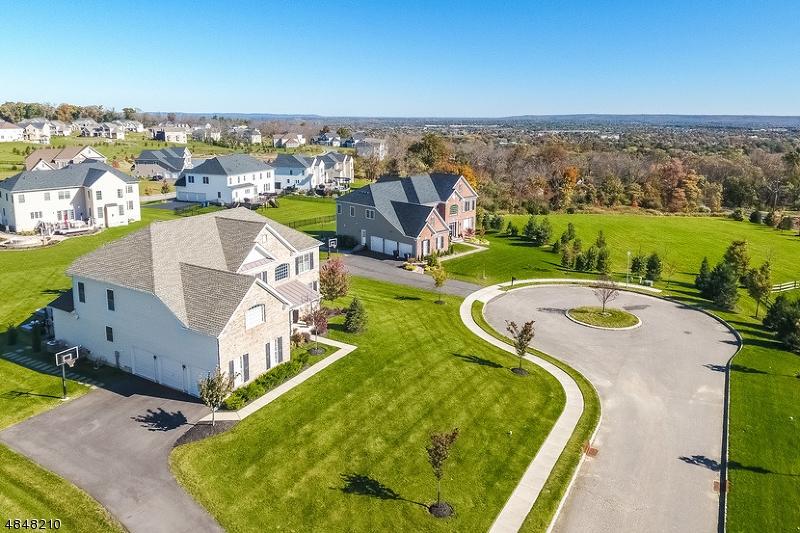 Частный односемейный дом для того Продажа на 5 PAIGE Place Raritan, Нью-Джерси 08822 Соединенные Штаты