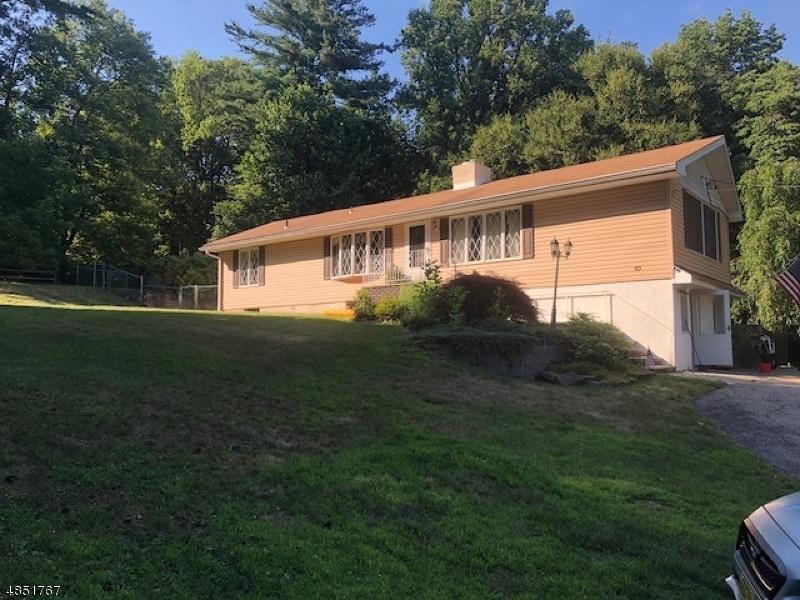 独户住宅 为 销售 在 10 BLACK WALNUT Lane 西米尔福德, 新泽西州 07480 美国
