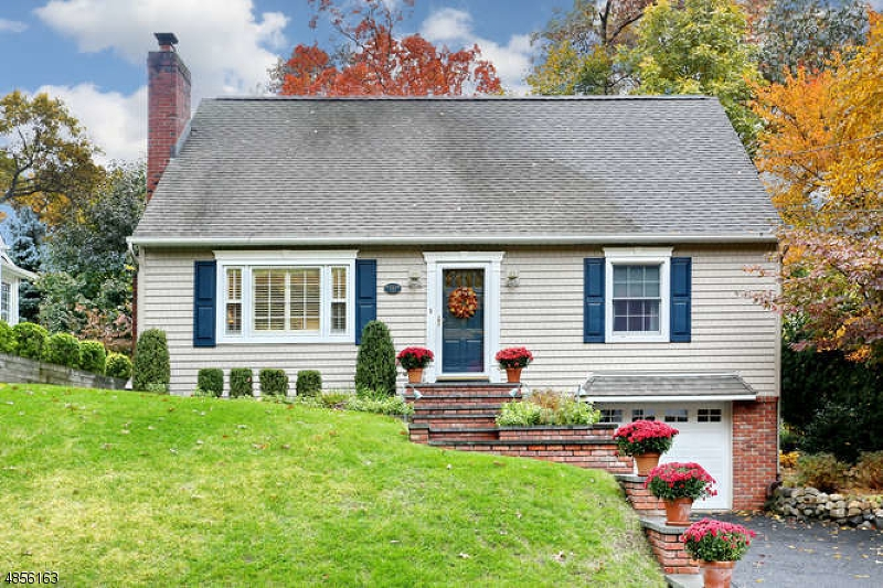 Single Family Home for Sale at 152 SICOMAC Avenue Midland Park, New Jersey 07432 United States