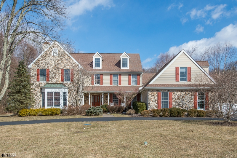 Single Family Home for Sale at 15 HARVEST LN 15 HARVEST LN Washington Township, New Jersey 07853 United States