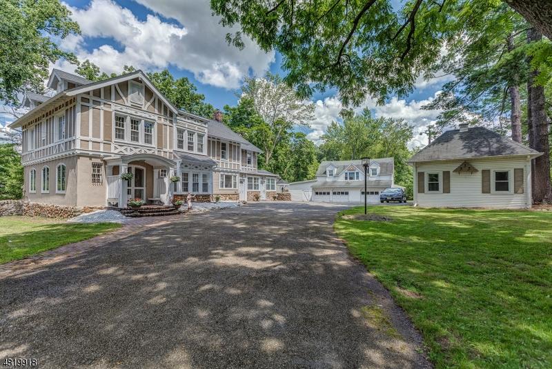 Single Family Homes pour l Vente à Address Not Available West Caldwell, New Jersey 07006 États-Unis