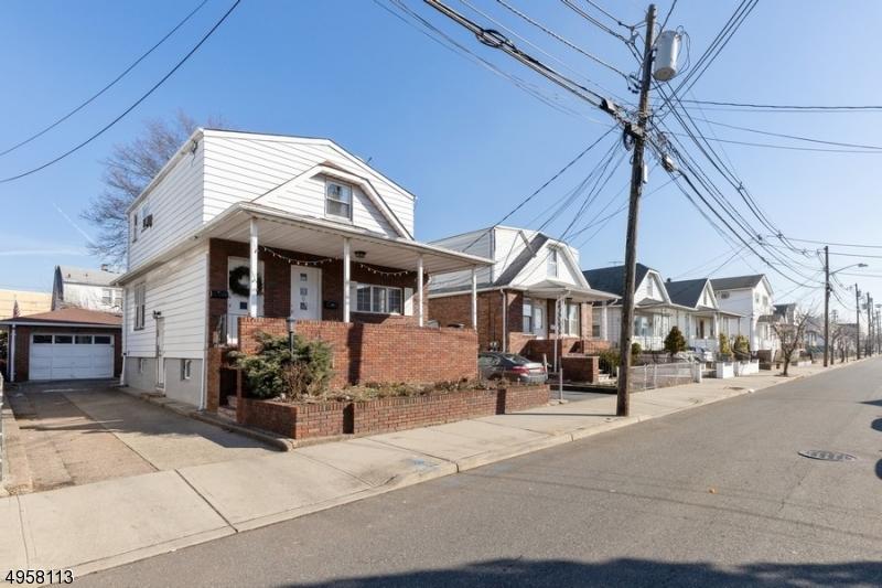 Multi-Family Homes för Försäljning vid Lodi, New Jersey 07644 Förenta staterna
