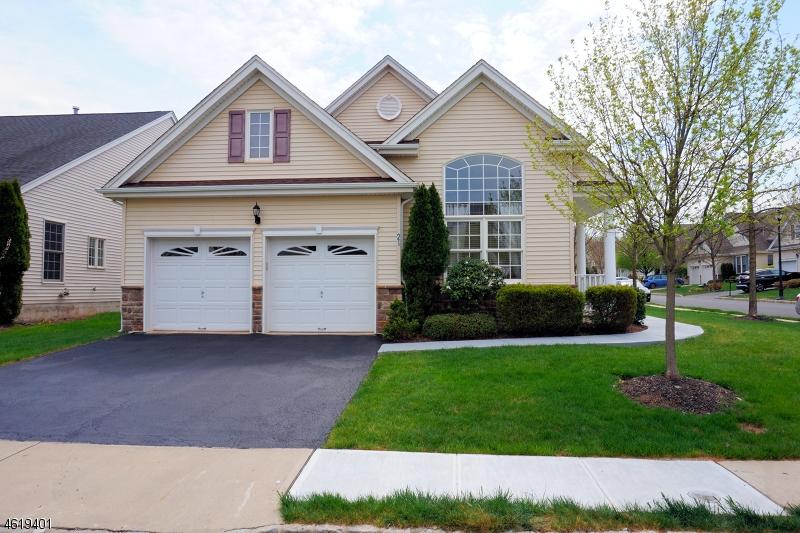 Casa Unifamiliar por un Venta en 21 Witherspoon Way Somerset, Nueva Jersey 08873 Estados Unidos