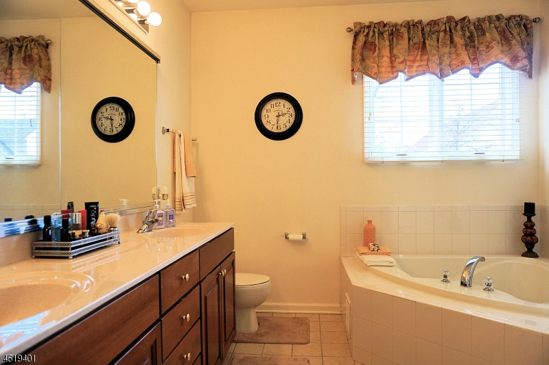 Additional photo for property listing at 21 Witherspoon Way  Somerset, Nueva Jersey 08873 Estados Unidos