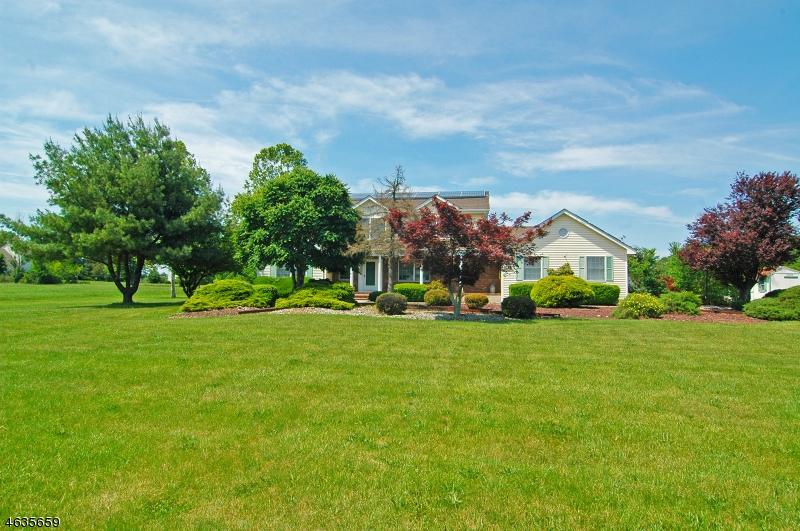 Частный односемейный дом для того Продажа на 421 New Centre Road Hillsborough, Нью-Джерси 08844 Соединенные Штаты