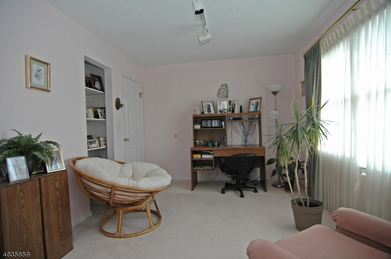 Additional photo for property listing at 421 New Centre Road  Hillsborough, New Jersey 08844 États-Unis