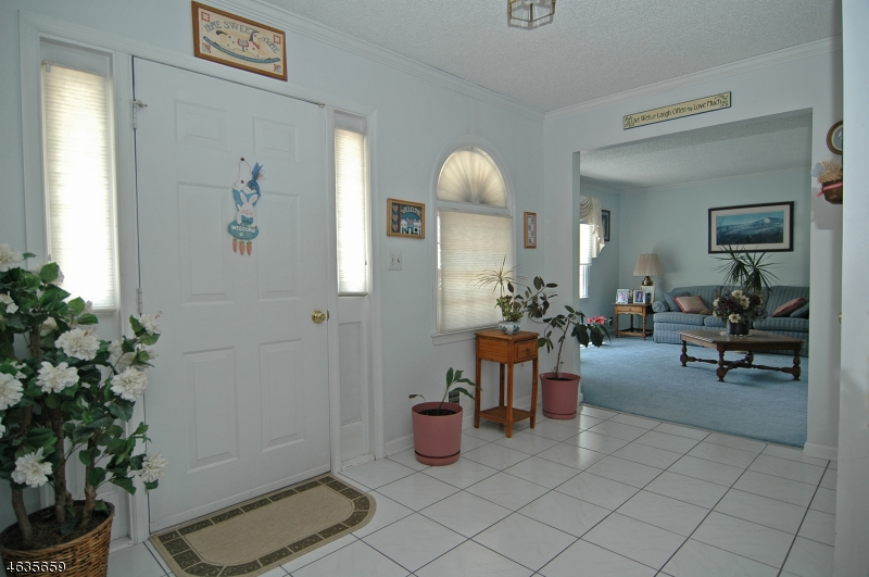 Additional photo for property listing at 421 New Centre Road  Hillsborough, Нью-Джерси 08844 Соединенные Штаты