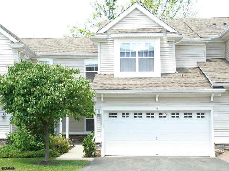 Частный односемейный дом для того Продажа на 9 Junegrass Way Hackettstown, Нью-Джерси 07840 Соединенные Штаты