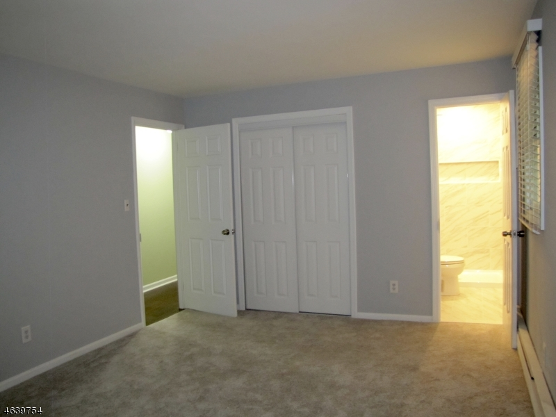 Additional photo for property listing at 523 E Shore Trail  Sparta, New Jersey 07871 États-Unis