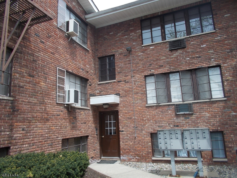 Single Family Home for Rent at 16 Washington St-unit 1b Clark, New Jersey 07066 United States