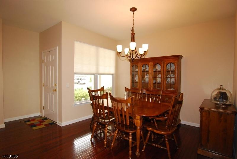 Additional photo for property listing at 9 Junegrass Way  Hackettstown, Нью-Джерси 07840 Соединенные Штаты