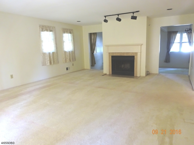 Additional photo for property listing at 17 Conard Court  Hillsborough, New Jersey 08844 États-Unis