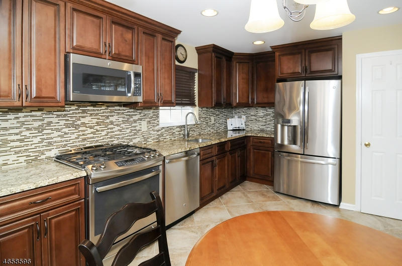 Single Family Home for Sale at 127 Mountainside Drive Pompton Lakes, 07442 United States