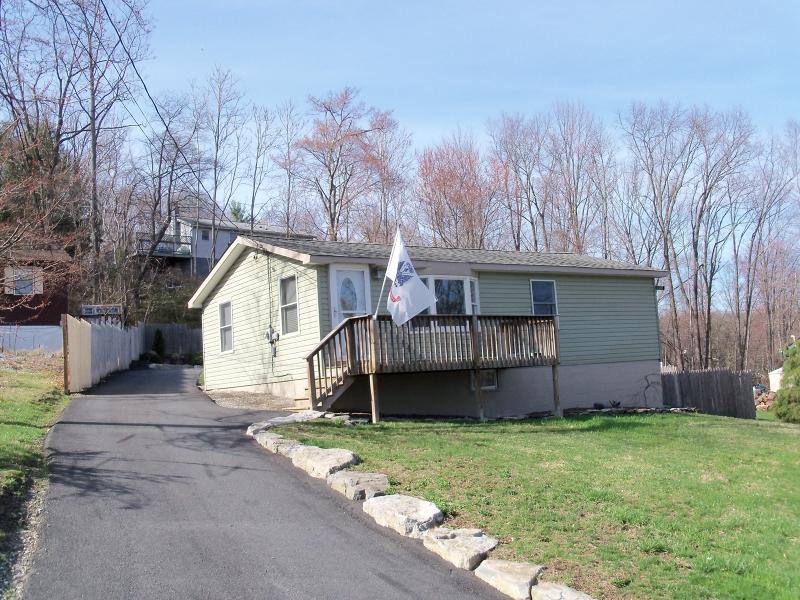 独户住宅 为 销售 在 10 Greystone Court Sussex, 新泽西州 07461 美国