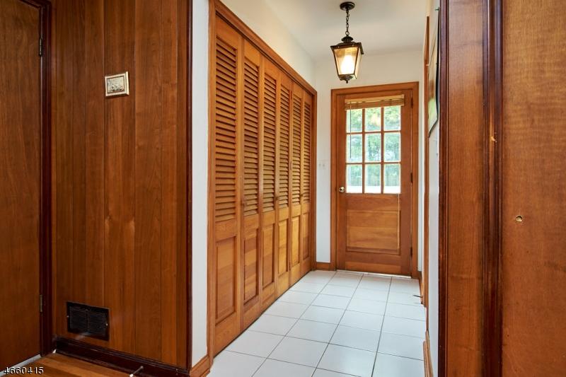 Additional photo for property listing at 731 Gate Road  Martinsville, Нью-Джерси 08836 Соединенные Штаты