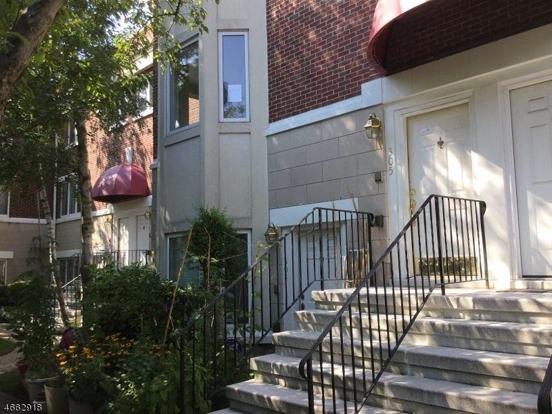 Частный односемейный дом для того Продажа на 305 Saint Michaels Walk Union City, 07087 Соединенные Штаты