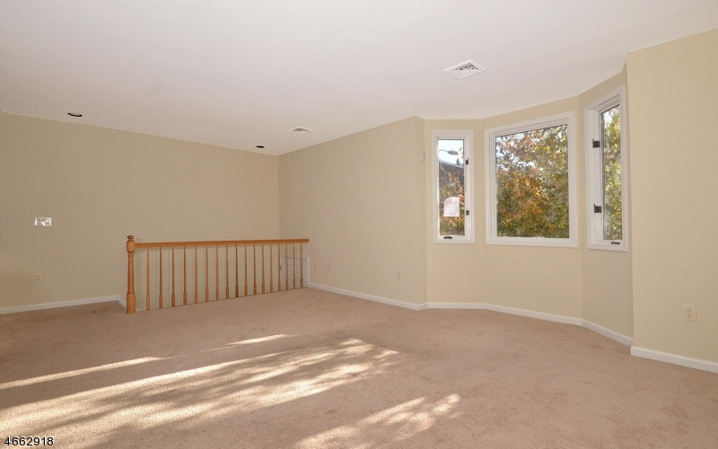 Additional photo for property listing at 305 Saint Michaels Walk  Union City, New Jersey 07087 États-Unis