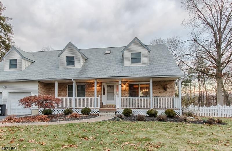 Частный односемейный дом для того Продажа на 7 Dogwood Lane Succasunna, 07876 Соединенные Штаты
