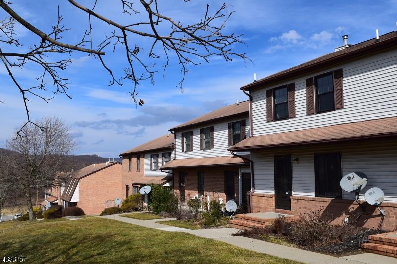 独户住宅 为 出租 在 166 Cynthia Drive 哈克特斯镇, 新泽西州 07840 美国