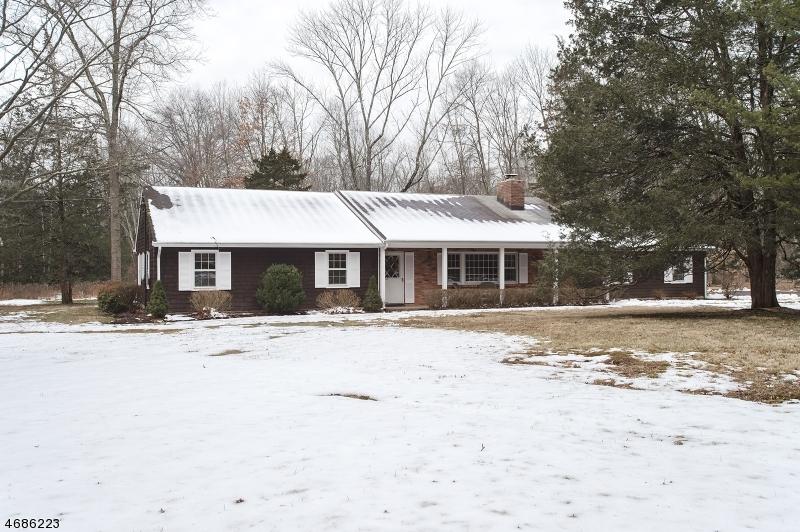 Частный односемейный дом для того Продажа на 44 Felmley Road Oldwick, 08858 Соединенные Штаты