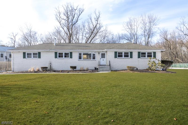 Частный односемейный дом для того Аренда на 8 Roe-Ri Road Montville, Нью-Джерси 07058 Соединенные Штаты
