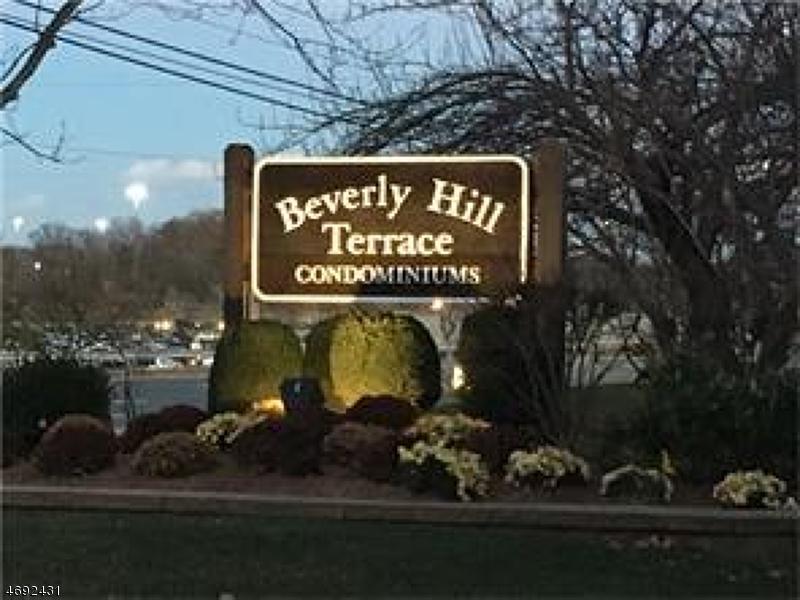 独户住宅 为 出租 在 131-F BEVERLY HILLS TER Woodbridge, 新泽西州 07095 美国
