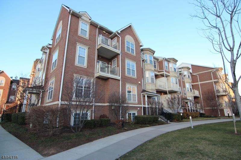 Частный односемейный дом для того Продажа на 201 Dey St, UNIT C141 Harrison, Нью-Джерси 07029 Соединенные Штаты