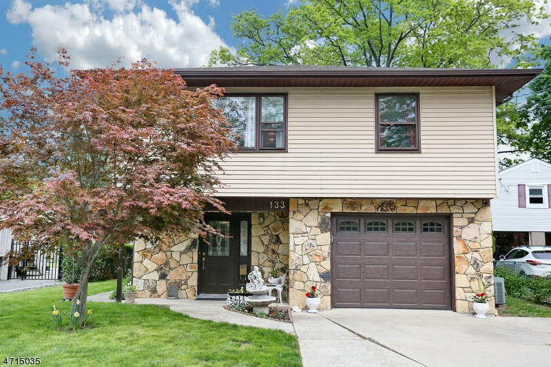 独户住宅 为 销售 在 131 Forest Avenue 霍桑, 07506 美国