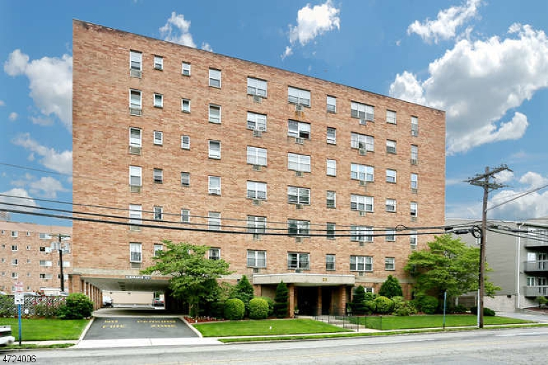 Частный односемейный дом для того Продажа на 25 Jefferson Street Hackensack, 07601 Соединенные Штаты
