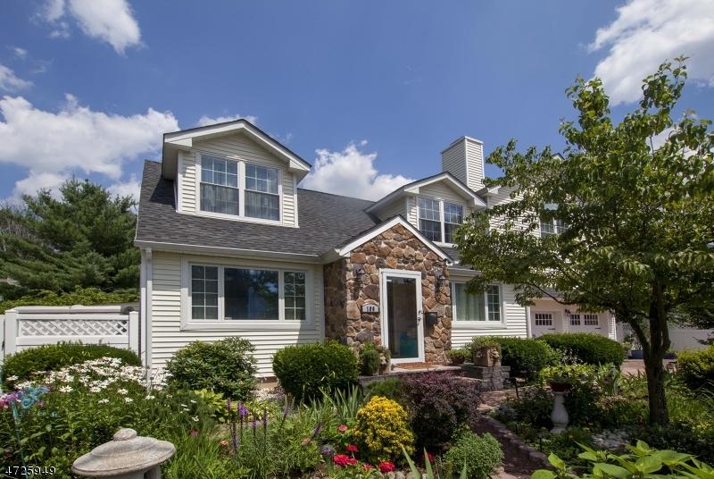 Maison unifamiliale pour l Vente à 106 Lawrence Road Parsippany, New Jersey 07054 États-Unis