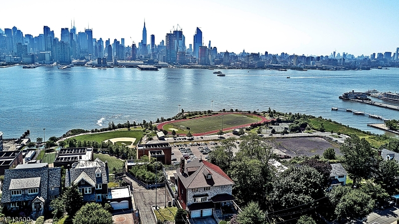 Single Family Home for Sale at 53 KINGSWOOD RD 53 KINGSWOOD RD Weehawken, New Jersey 07086 United States