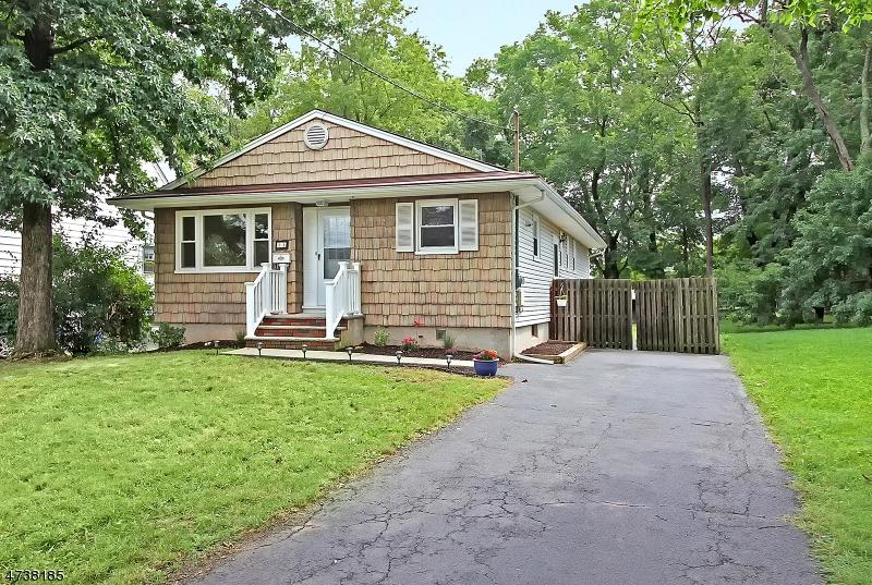 Частный односемейный дом для того Продажа на 11 Equator Avenue South Bound Brook, Нью-Джерси 08880 Соединенные Штаты