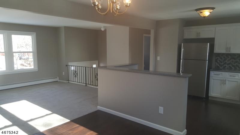 Casa Unifamiliar por un Alquiler en 22 Mondamin Road Vernon, Nueva Jersey 07422 Estados Unidos