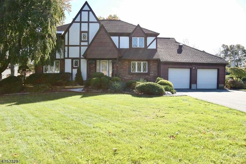 Maison unifamiliale pour l Vente à 1 Heather Drive East Hanover, New Jersey 07936 États-Unis