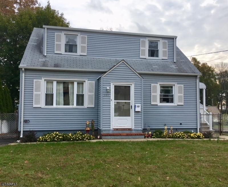 واحد منزل الأسرة للـ Sale في 160 Harrington Road 160 Harrington Road Clifton, New Jersey 07012 United States