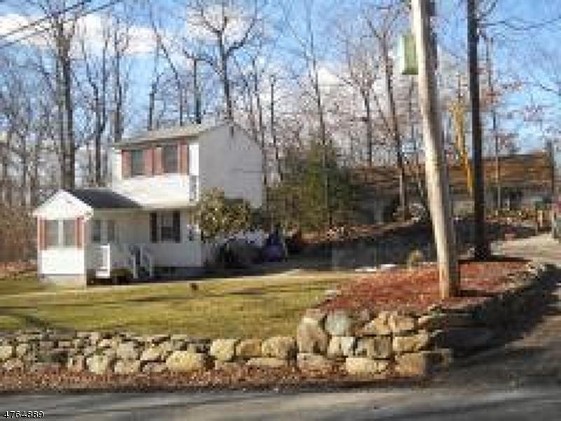 Maison unifamiliale pour l à louer à 57 Eatontown Road West Milford, New Jersey 07421 États-Unis