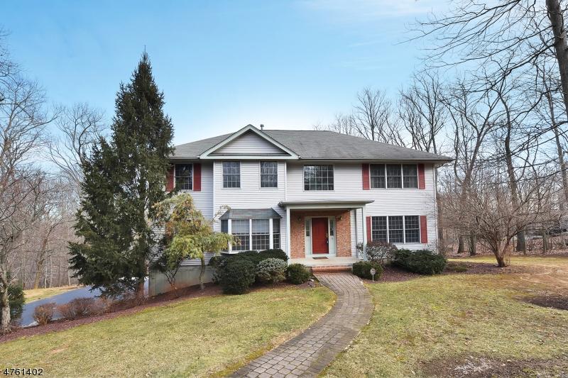 Maison unifamiliale pour l Vente à 26 Edinburgh Drive Randolph, New Jersey 07869 États-Unis
