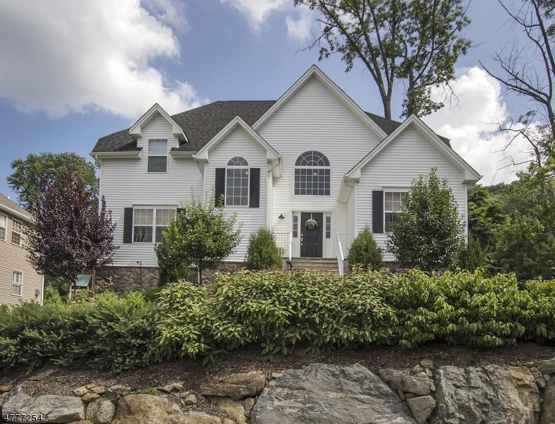 Casa Unifamiliar por un Venta en 48 Bowers Drive Allamuchy, Nueva Jersey 07840 Estados Unidos