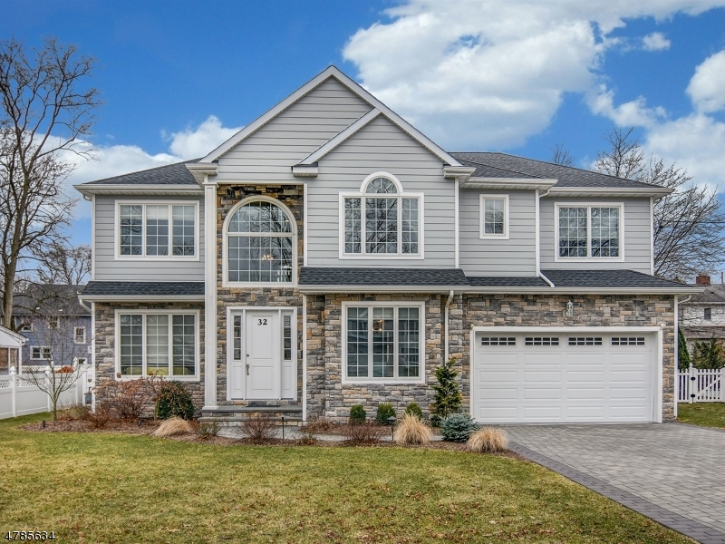 Maison unifamiliale pour l Vente à 32 Alan Avenue Glen Rock, New Jersey 07452 États-Unis