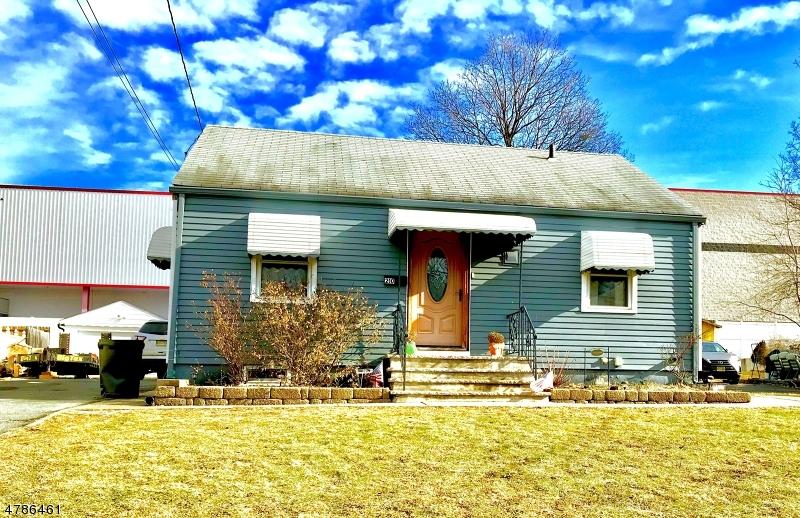 Einfamilienhaus für Verkauf beim 210 Floyd Street 210 Floyd Street Belleville, New Jersey 07109 Vereinigte Staaten