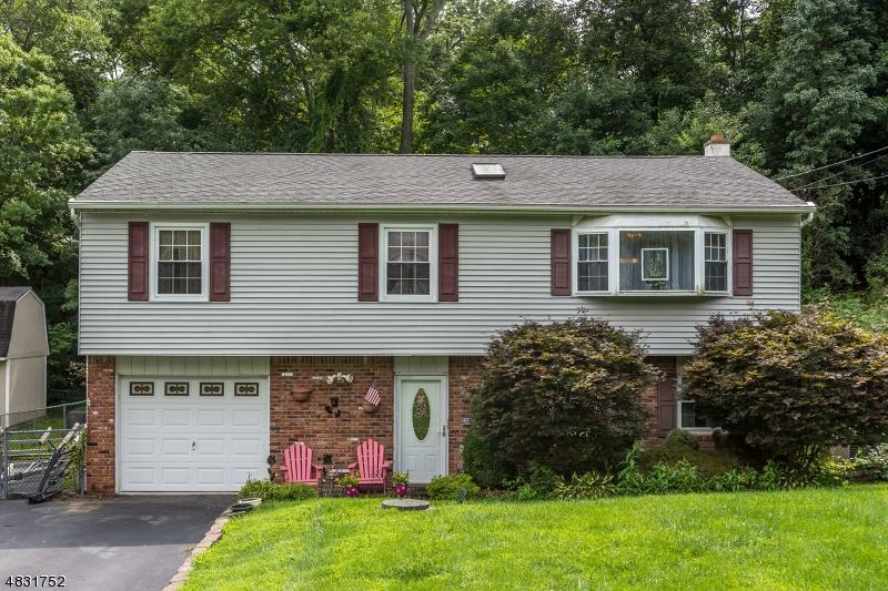 独户住宅 为 销售 在 22 GWYNETH Road 西米尔福德, 新泽西州 07480 美国
