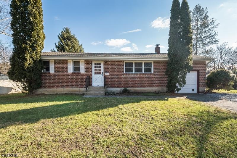 Maison unifamiliale pour l Vente à 108 PARK Avenue Hackettstown, New Jersey 07840 États-Unis